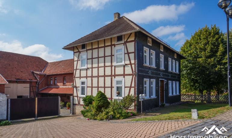 Dreiseitenhof mit Gewerbehalle sowie Landwirtschaftsflächen im Unstruttal bei Mühlhausen (Thüringen)